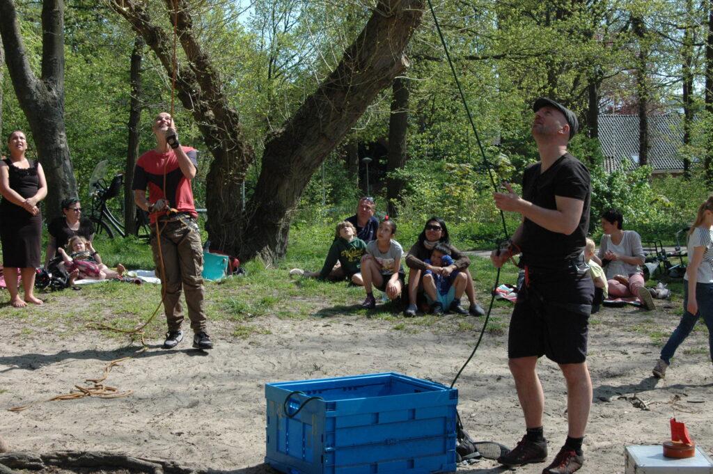 Boomklimmen met de Haagse Boomtoppers in Scheveningse bosjes